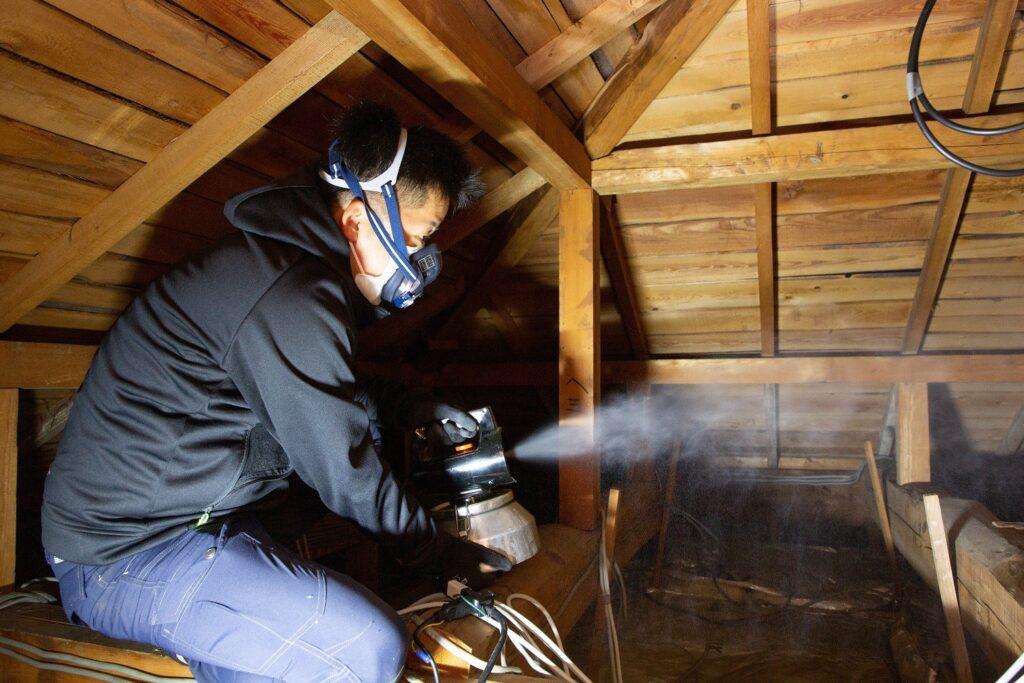 屋根裏の殺菌